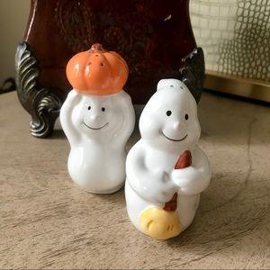 Halloween ghost salt & pepper shaker set